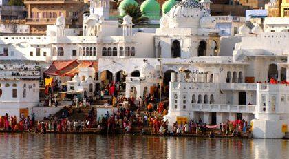 Delhi - Jaipur - Agra - Orchha - Khajuraho - Varanasi Tour Package